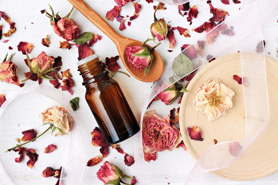 5 Facial Oils To Combat Your Dry Winter Skin